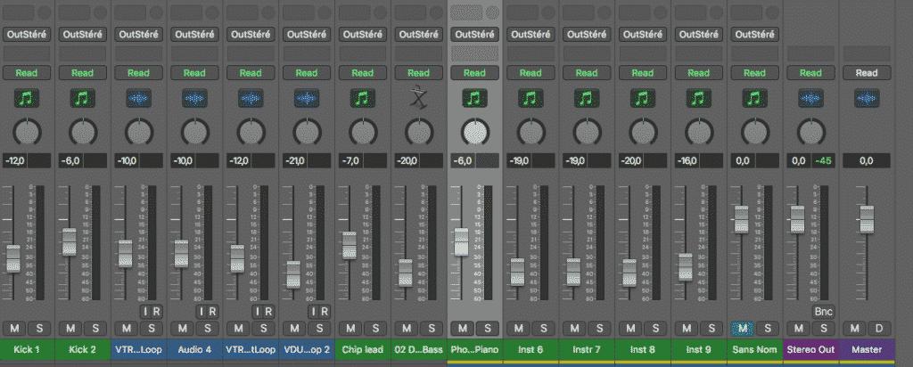Logic Pro X mixing console