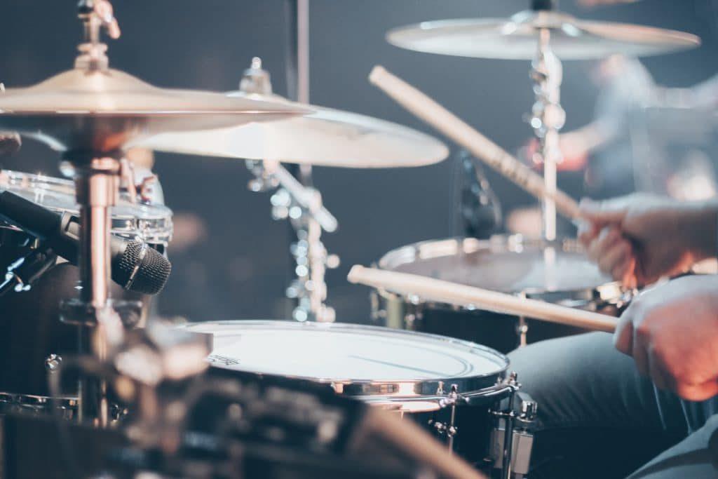 jouer de la batterie